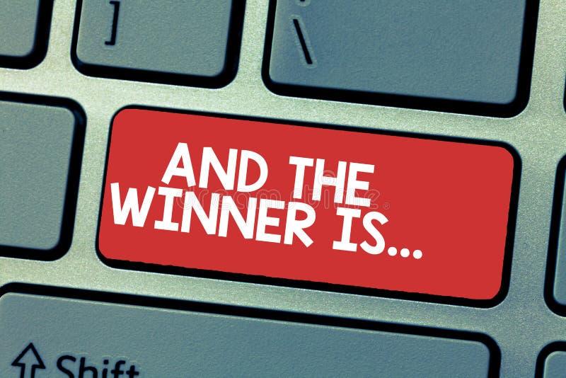 Handschrifttekst het schrijven en de Winnaar zijn Concept die Aankondigend betekenen wie de Kampioen Exemplar Uitvoerder is stock illustratie