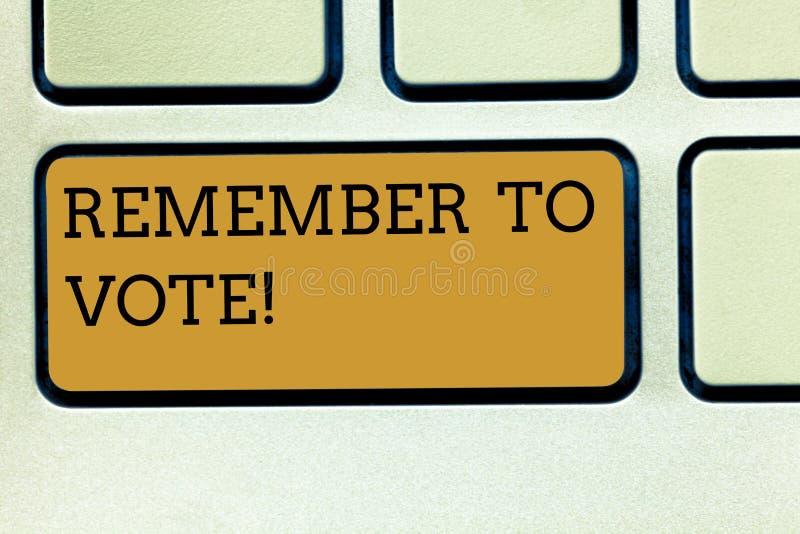 Handschrifttekst het schrijven herinnert zich te stemmen De conceptenbetekenis vergeet niet kies en uw stem aan juiste kandidaat  stock foto's