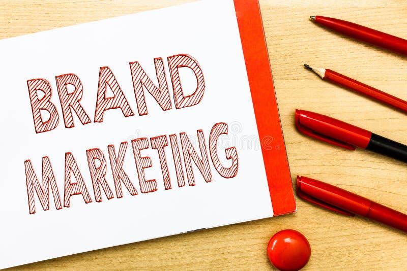 Handschrifttekst het schrijven Merk Marketing Concept die Creërend voorlichting over producten rond de wereld betekenen royalty-vrije stock afbeeldingen