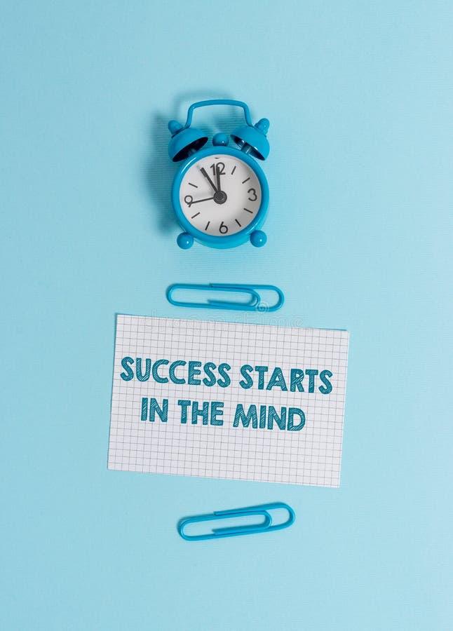 Handschrifttekst het schrijven Succesbegin in de Mening De conceptenbetekenis plaatste uw mening aan positiviteit het kan gaan ee stock afbeeldingen
