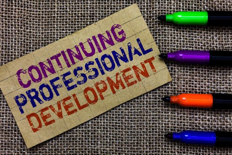 Handschrifttekst het schrijven Voortdurende Professionele Ontwikkeling Concept die het volgen betekenen en kennis documenteren stock foto