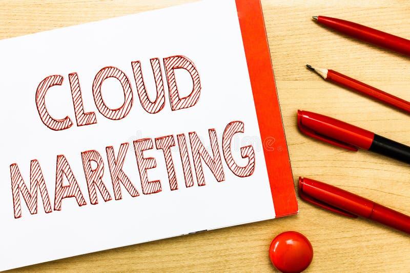 Handschrifttekst het schrijven Wolk Marketing Concept die het proces van een organisatie betekenen om hun diensten op de markt te vector illustratie