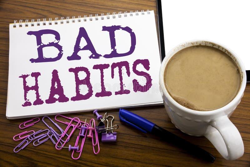 Handschrifttext-Titelinspiration, die schlechte Gewohnheiten zeigt Geschäftskonzept für Verbesserungs-Bruch Gewohnheits-Hebit ges lizenzfreie stockfotografie