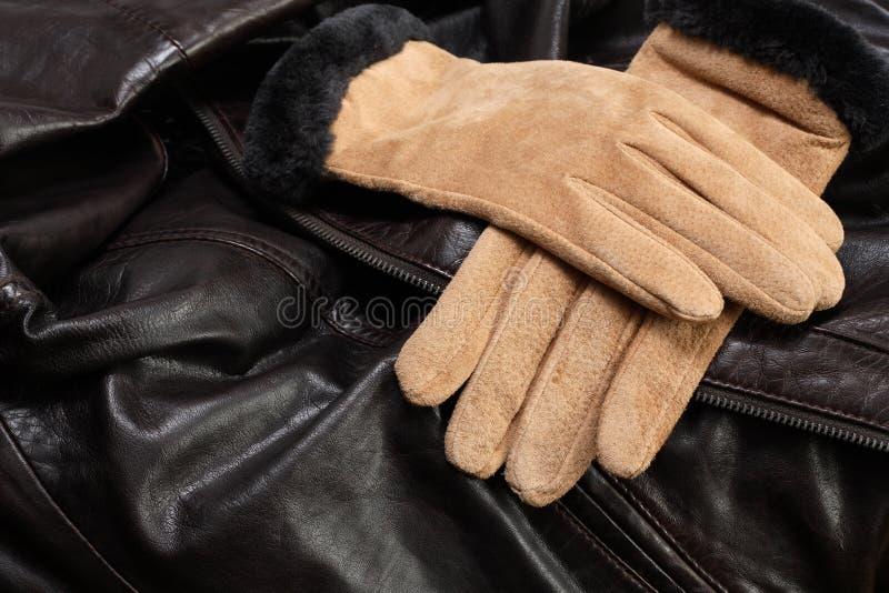 Handschuhe auf Leder lizenzfreies stockfoto