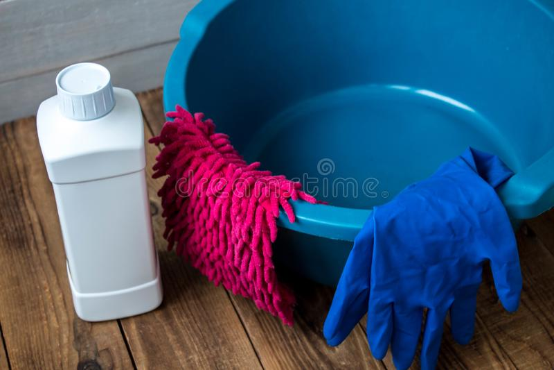 Handschuhe für Reinigungswäschestoff-Lappenreiniger stockbilder