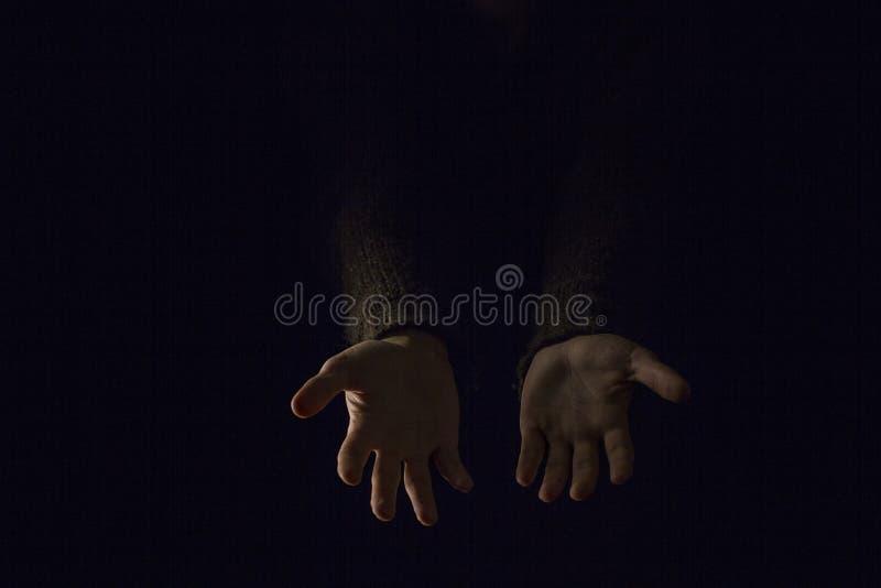 Handschwarzer Hintergrund stockfoto