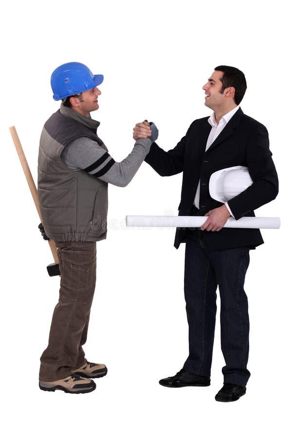 Handshaking сотрудниц стоковые изображения rf