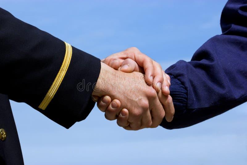 Handshaking pilot and airplane mechanic royalty free stock photos