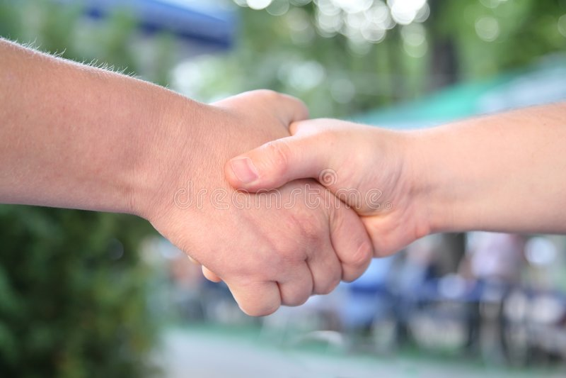 handskakning arkivfoto