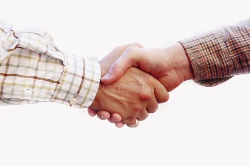 Handskakning av två vänner kamratskap, man, respekt, pålitlighet arkivfoton
