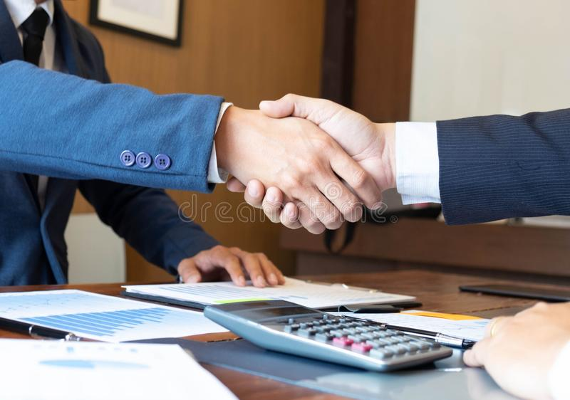Handskakning avtal, samarbete, hälsning, affärsframgång arkivfoto