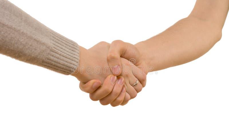 Handskakning mellan en man och en kvinna royaltyfri foto