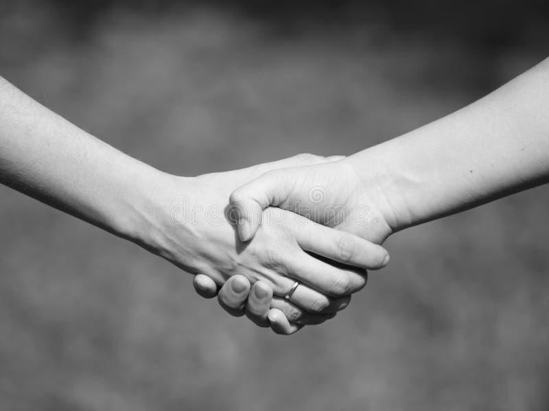 handskakningkvinnor royaltyfria bilder