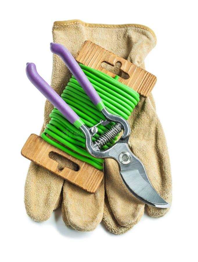 Handskar arbeta i trädgården det isolerade repet och sekatör arkivbilder