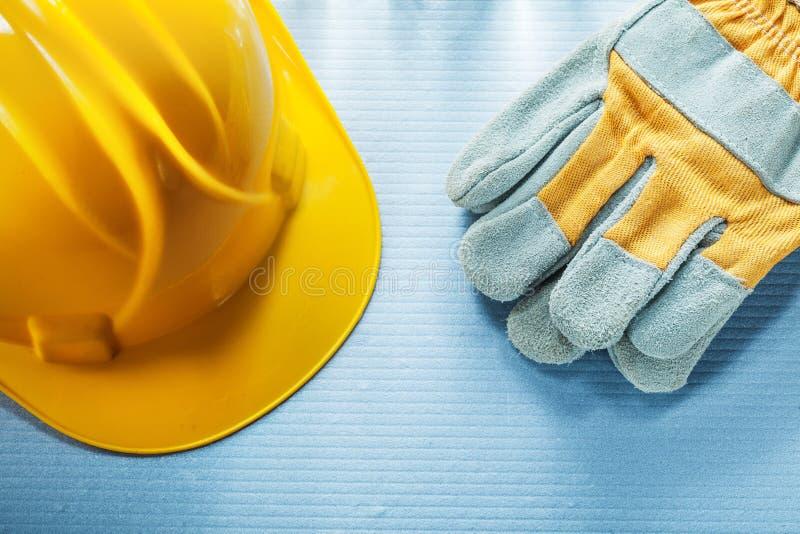 Handskar för säkerhet för hård hatt för konstruktion royaltyfria foton