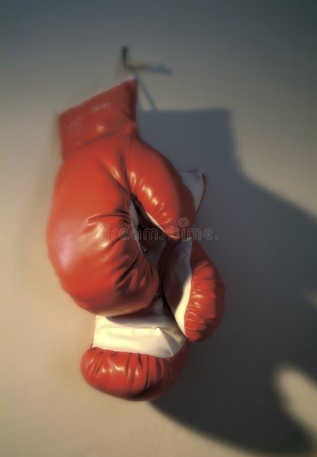 handskar som hängs upp arkivfoto