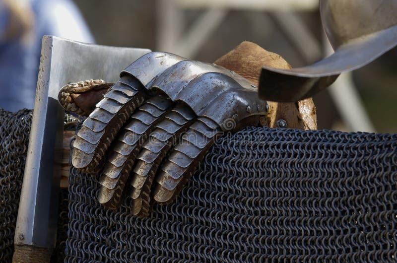 Handske- och chainmailriddare arkivfoton