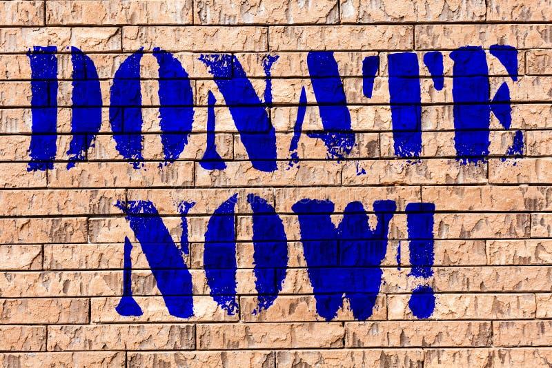 Handskrifttext donerar nu Begreppsbetydelsen ger något till välgörenhet är en organgivare hjälper andra konst för tegelstenväggen royaltyfri illustrationer