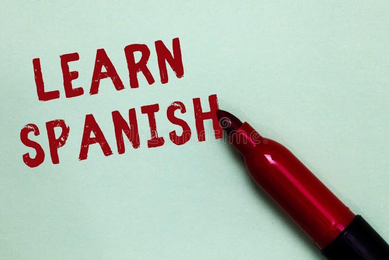 Handskrifttext lär spanjor Menande översättningsspråk för begrepp i avsikt för markör för anförande för Spanien ordlistadialekt ö arkivfoto