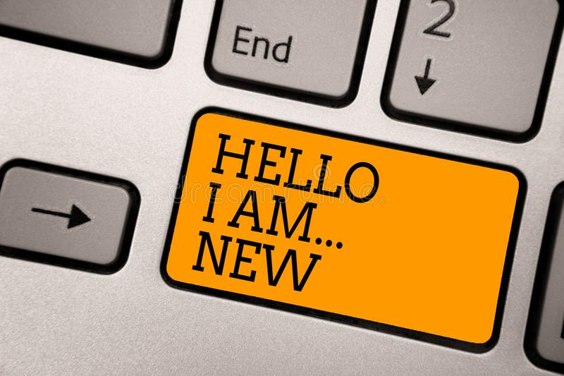 Handskrifttext som skriver Hello är jag nytt Begreppsbetydelsen introducerar sig skolan för arbetaren för mötehälsningarbete som  arkivfoton