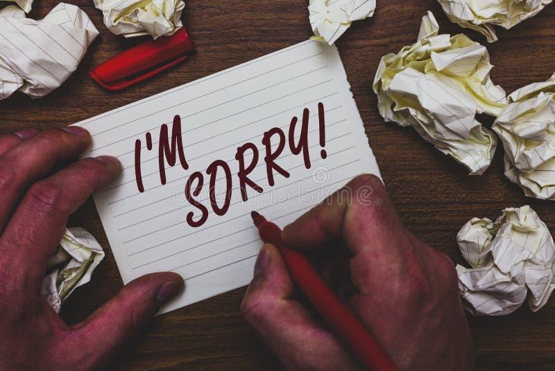 Handskrifttexthandstil är jag ledsen Begreppsbetydelsen som ska frågas för förlåtelse till någon gör ont du mannen den hållande m fotografering för bildbyråer