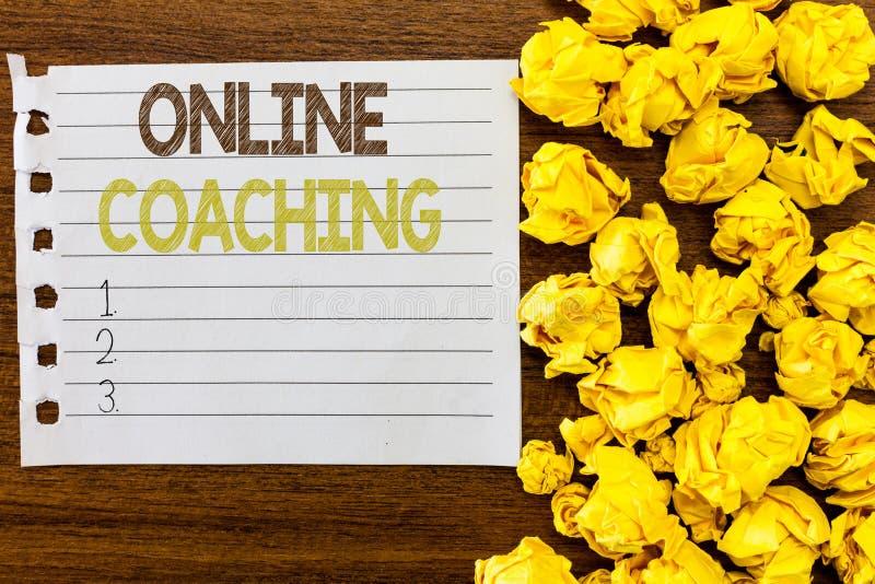 Handskrifttextonline-coachning Begreppsbetydelse som lär från direktanslutet, och internet med hjälpen av en lagledare fotografering för bildbyråer