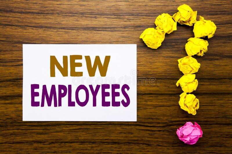 Handskriven text som visar nya anställda Affärsidé för välkommet Staf rekrytera som är skriftligt på klibbigt anmärkningspapper,  vektor illustrationer