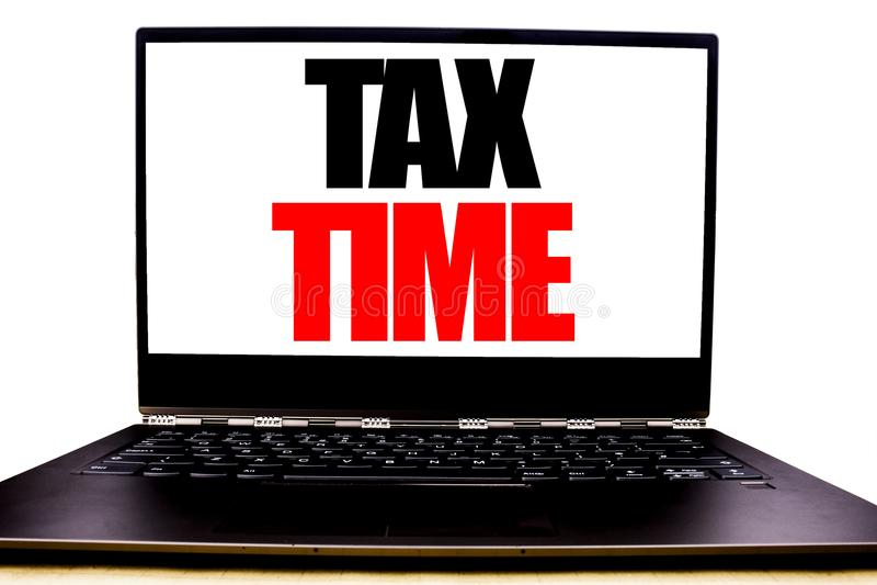 Handskriven textvisningskatt Tid Affärsidéhandstil för skattfinanspåminnelsen som är skriftlig på bildskärmframdelskärmen, vit b fotografering för bildbyråer