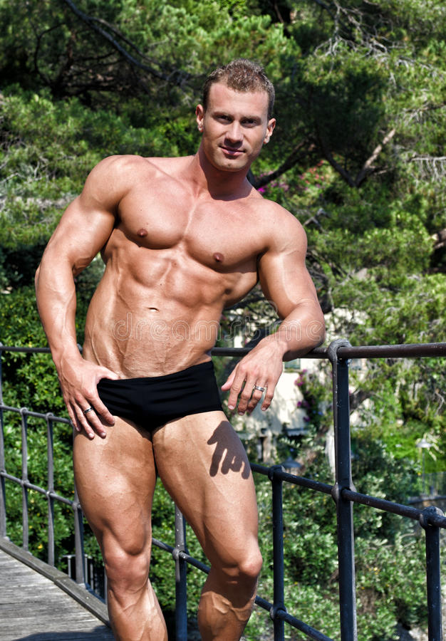 Handsome Young Bodybuilder Shirtless Outdoors In Sunny Day Royalty Free Stock Images