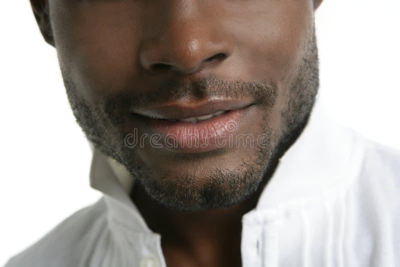 Handsomen afrikanischer junger Mann der schwarzen Art und Weise lizenzfreies stockfoto