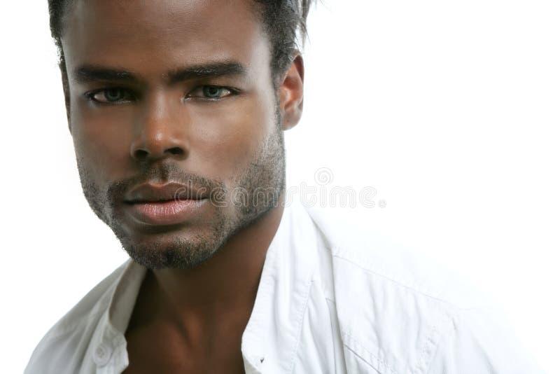 Handsomen afrikanischer junger Mann der schwarzen Art und Weise lizenzfreie stockbilder