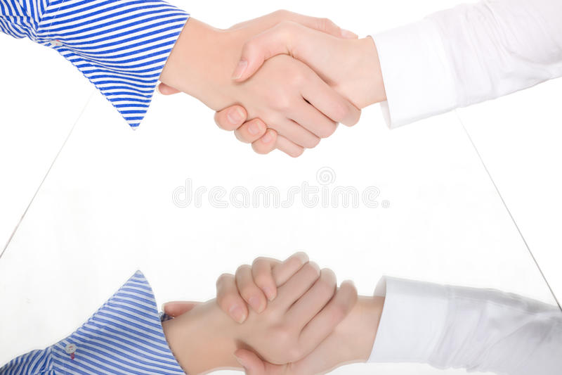 Handsshake twee vrouwenspiegel stock foto
