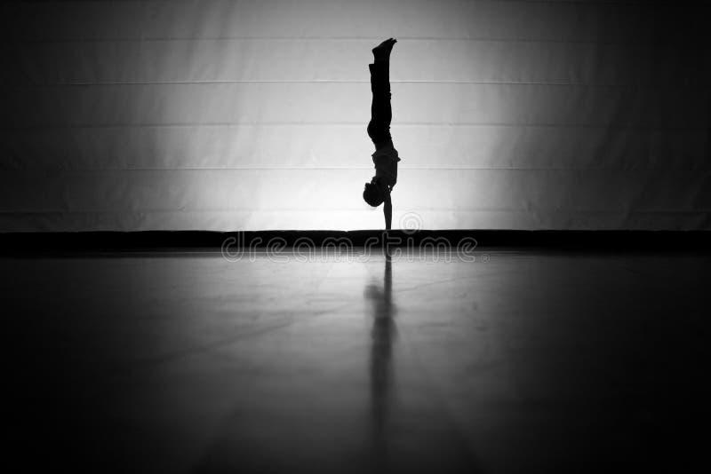 handstand σκιαγραφία στοκ φωτογραφίες με δικαίωμα ελεύθερης χρήσης