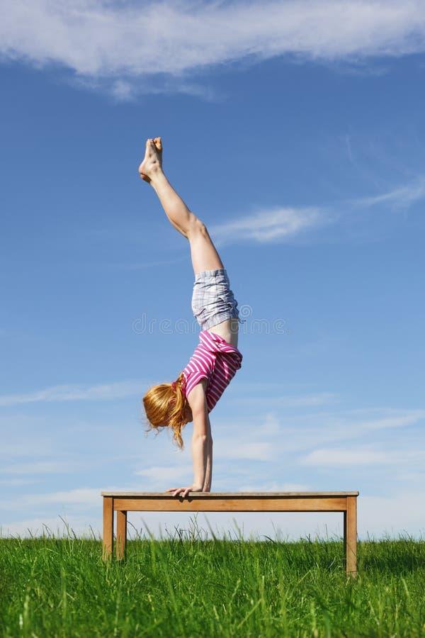 handstand stockbilder