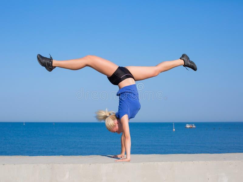 handstand photos stock