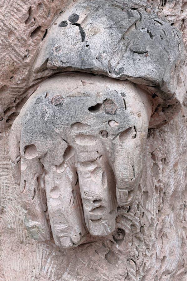 Handstenman Texturen av det rosa skalet vaggar sculptural detalj Begreppet av ett forntida fossil arkivfoto