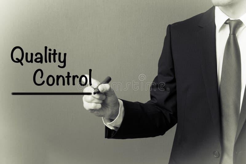 Handstil för affärsman - kvalitets- kontroll fotografering för bildbyråer