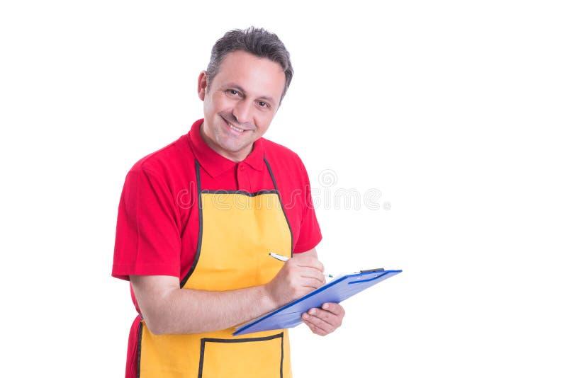 Handstil för manlig personal på skrivplattan i supermarket fotografering för bildbyråer