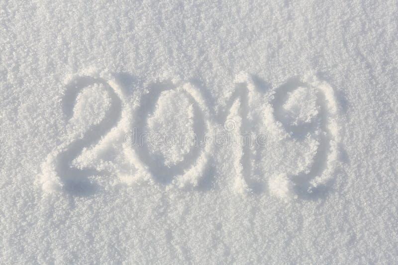 2019 Handstilar på snön lyckligt nytt år Härlig kall solig vinterdag royaltyfri bild