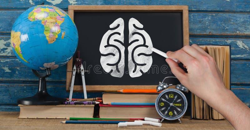 Handteckningshjärnan på svart tavla med studien anmärker stock illustrationer