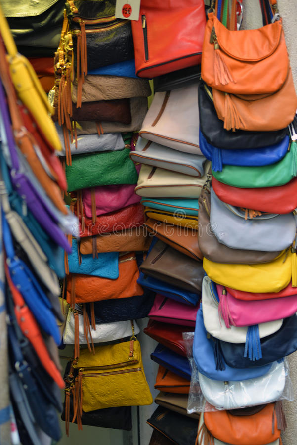 handväskor shoppar arkivbilder