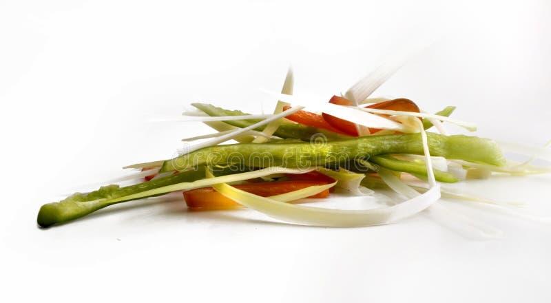 Handvol julienne besnoeiingen van diverse groenten stock afbeeldingen