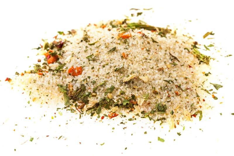 handvol van gekruid zout met peulvruchten stock fotografie
