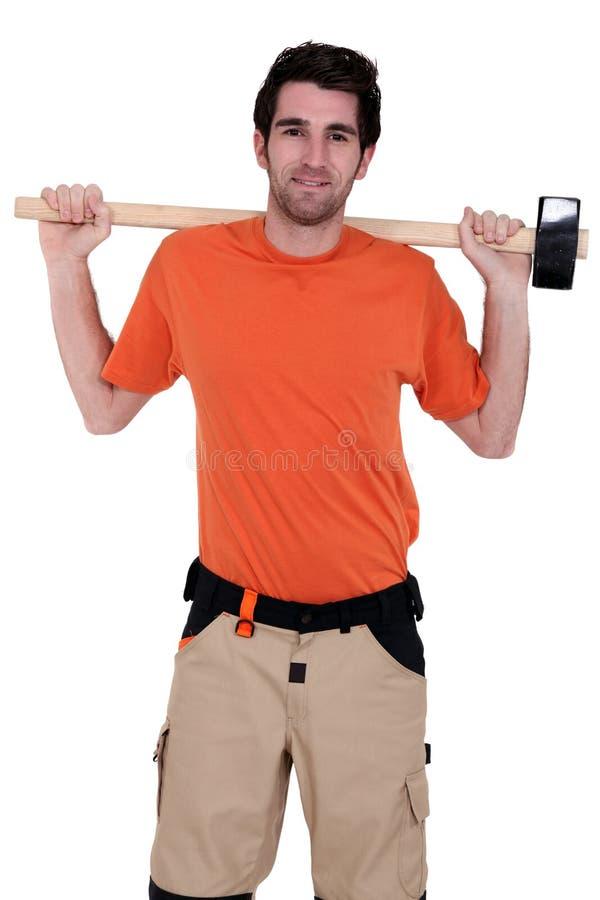 Handwerker, der einen Hammer anhält stockbilder