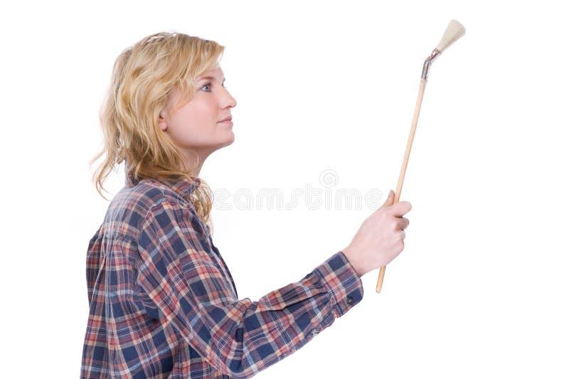 Handwerkerin mit Pinsel lizenzfreie stockbilder