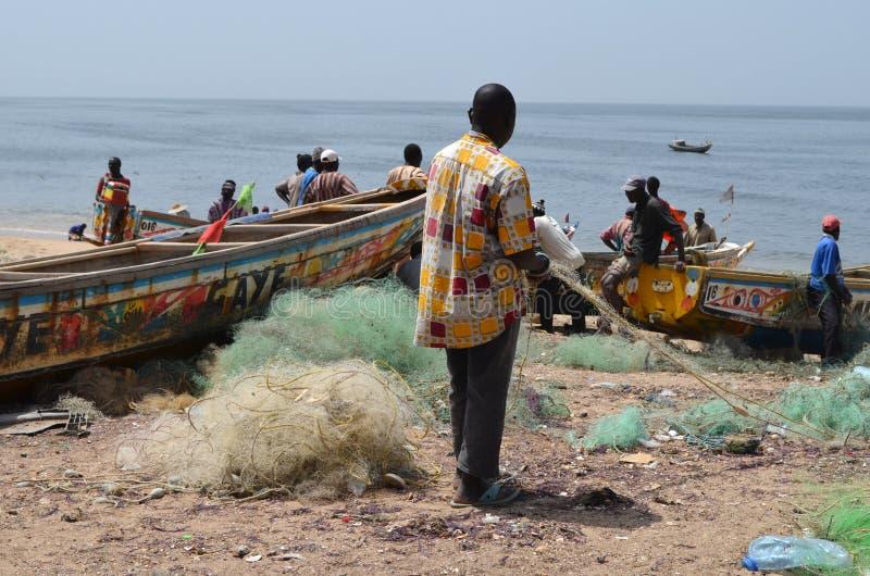 Handwerkliche hölzerne Fischerboote Pirogues, zierliches CÃ'te, Senegal lizenzfreies stockbild