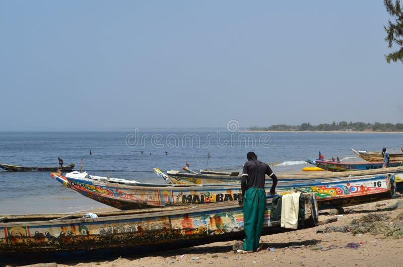 Handwerkliche hölzerne Fischerboote Pirogues, zierliches CÃ'te, Senegal stockfotos