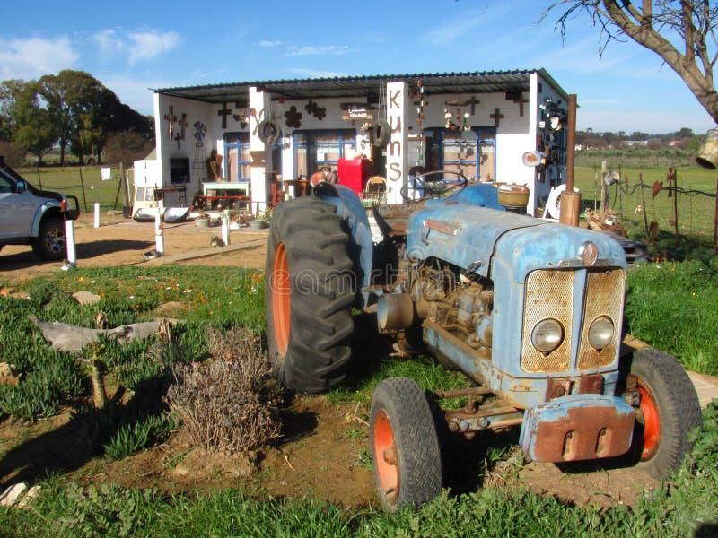 Handwerks-Shop mit Traktor lizenzfreies stockfoto