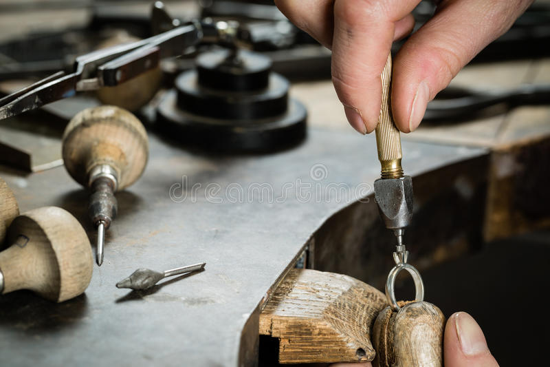 Handwerksschmuckherstellung lizenzfreie stockbilder