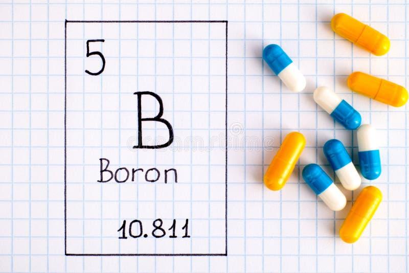 Handwriting chemicznego elementu Boron b z pigułkami obrazy royalty free